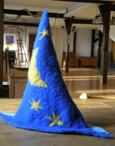 felted witch hat -day and night- 1