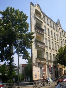 Berliner Architektur - Ecke Reuterstr. und Erlanger Str. 05.07.10- 1