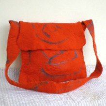 felted messenger bag -pigeon message-