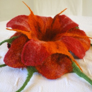 felted flower brooch -desert rose-
