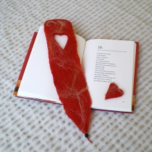 felted bookmark -peach-