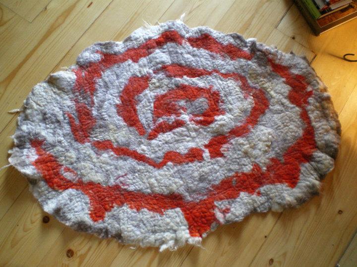 felted carpet -buenas dias- process