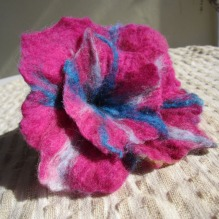 felted flower brooch -Mary Jane-