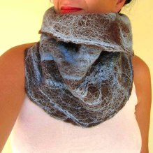 felted neck warmer -ice blue-