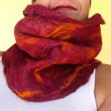 felted neck warmer -cherry brandy-