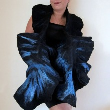 felted ruffled scarf -blue bird-