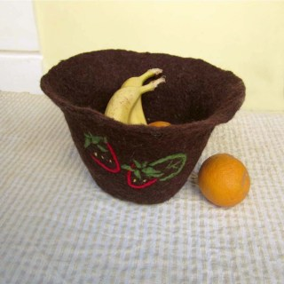 felted bowl -strawberries-