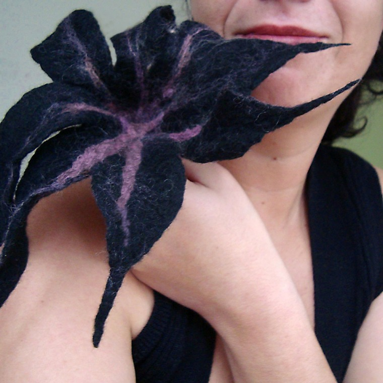 felted flower -black black heart-