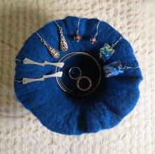 felted pot -deep blue-